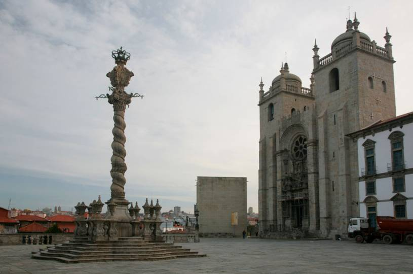 Porto Cathedral Square