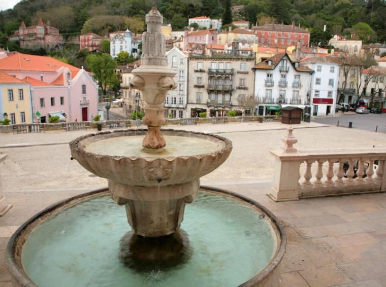 Fountain in front of Palacio Nacional - Sintra
