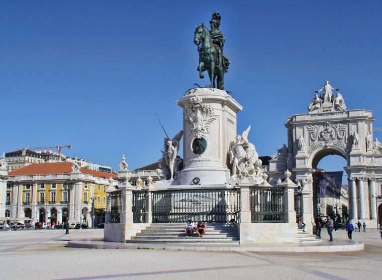 Praca do Comercio statue